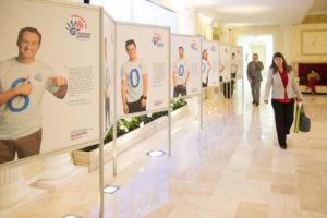 Звезды приняли участие в фотовыставке в поддержку детского телефона доверия