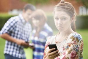 девочка подросток буллинг в интернете ссора с подругой